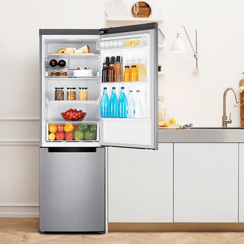 Холодильник Samsung RB33J3200SA - холодильник на кухне